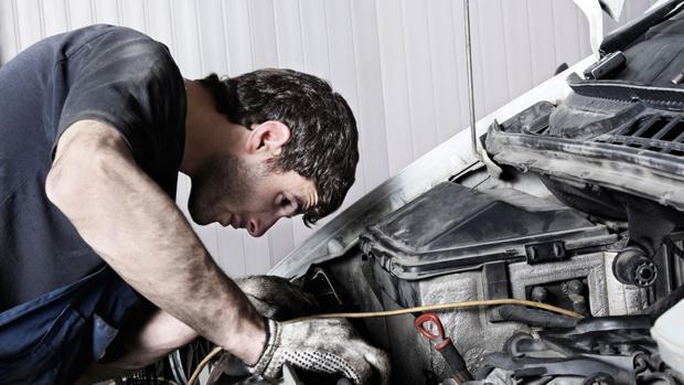 revisar el coche en el confinamiento hacer mantenimiento