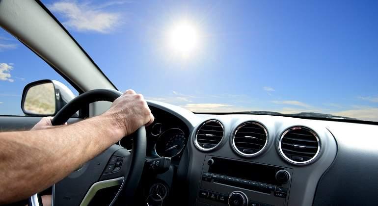 conducir con mucho calor